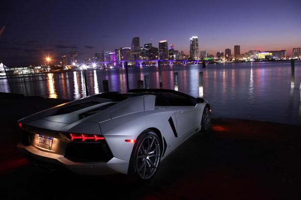 03-Aventador_roadster-B_072_590-490.jpg