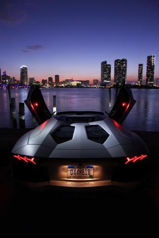 02-Aventador_roadster-B_071_590-490.jpg